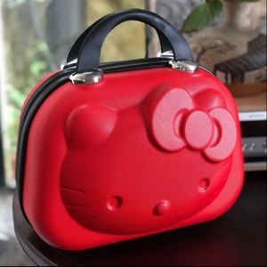 3D Hello kitty Cosmetic travel Case w/free gift.